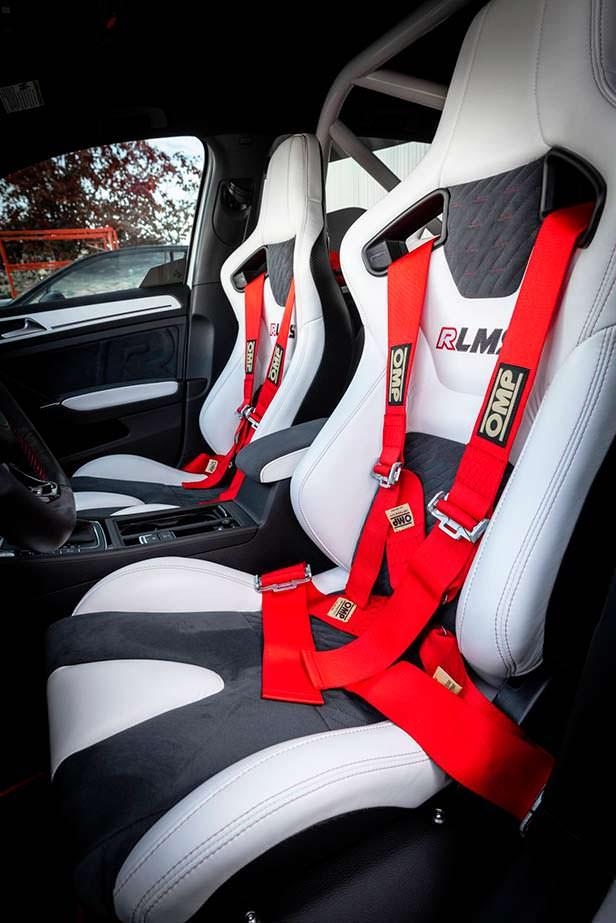 Гоночные сиденья в салоне Volkswagen Golf RLMS от APR