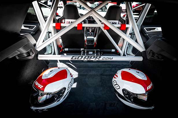 Каркас безопасности в салоне Volkswagen Golf RLMS от APR