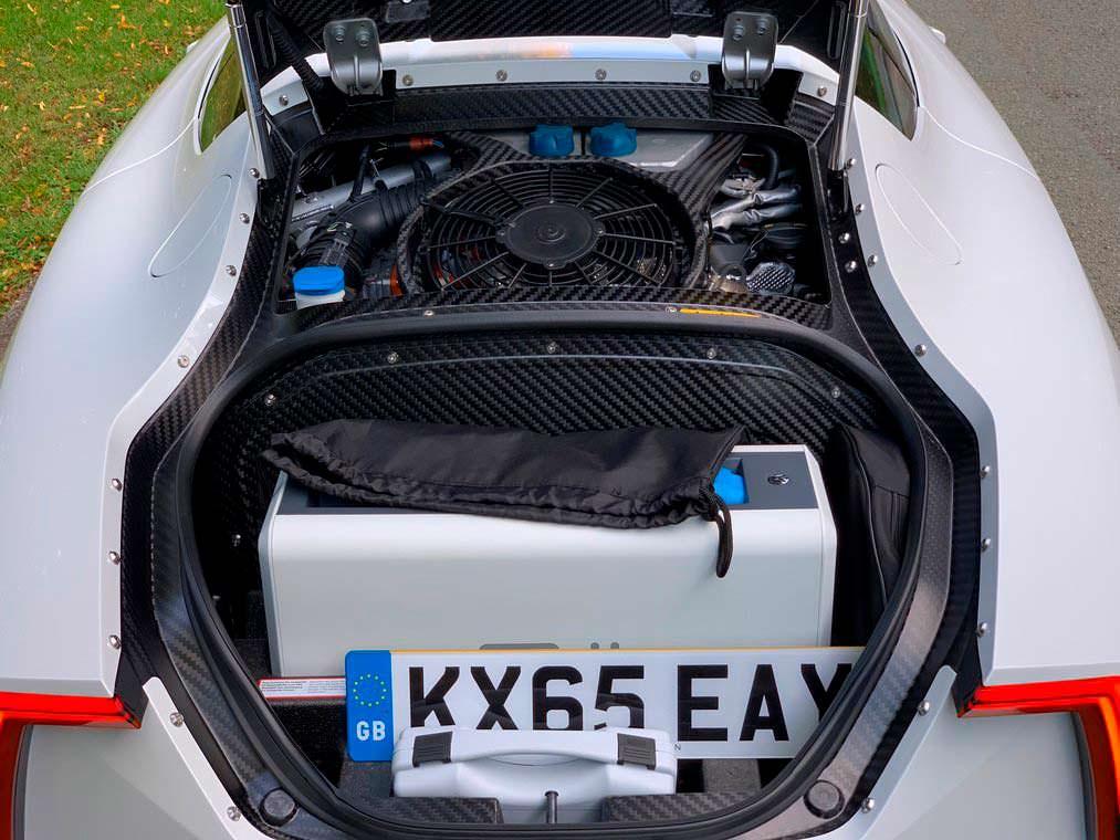 Двигатель 800 куб. см и электромотор в Volkswagen XL1