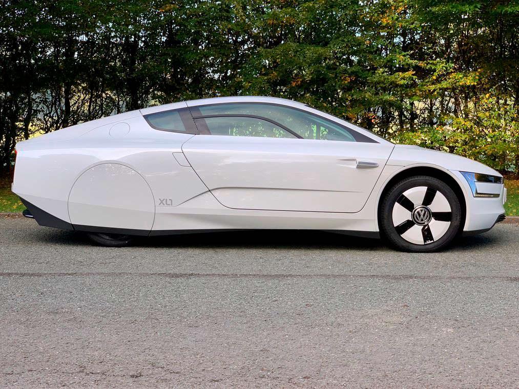 Почти новый Volkswagen XL1 2015 года выпуска
