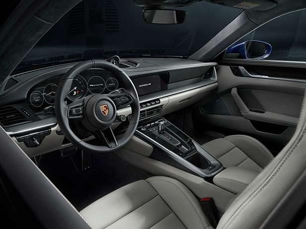 Фото салона Porsche 911 нового поколения