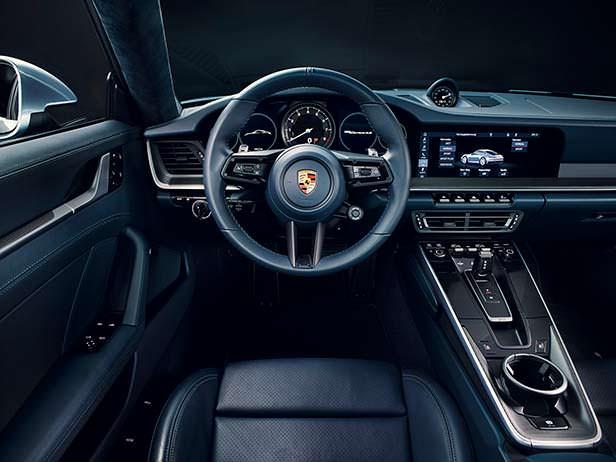 Фото внутри Porsche 911 в кузове 992