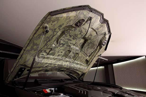 Камуфляжная отделка внутренней стороны капота Lamborghini Urus