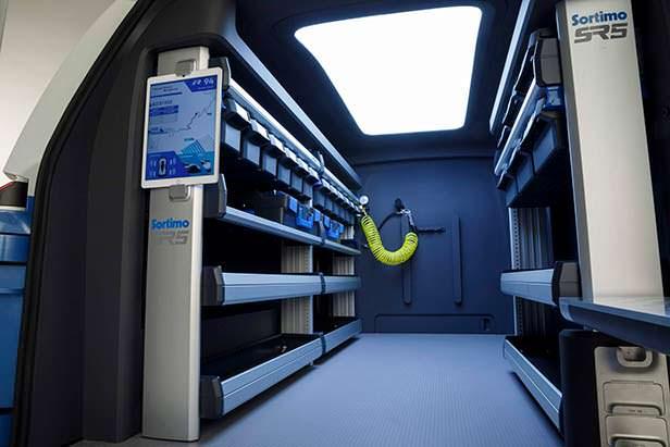 Интеллектуальная стеллажная система в Volkswagen I.D. Buzz Cargo