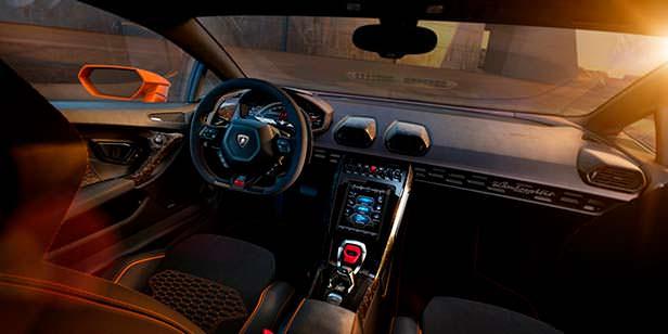 Фото салона Lamborghini Huracan EVO
