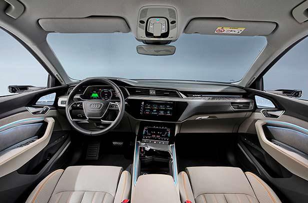 Фото салона Audi e-tron 50 quattro