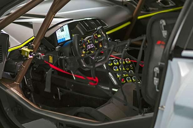 Интерьер Audi R8 LMS GT2