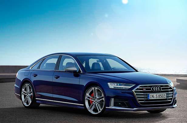 Спортивный седан Audi S8 2020 года