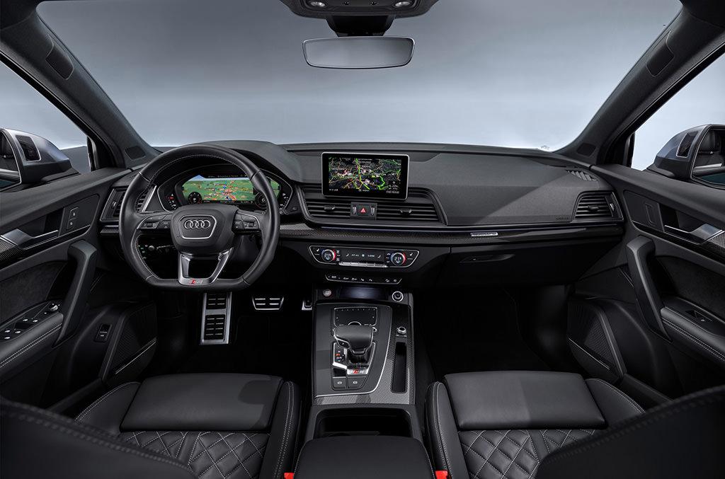 Фото салона гибрида Audi SQ5