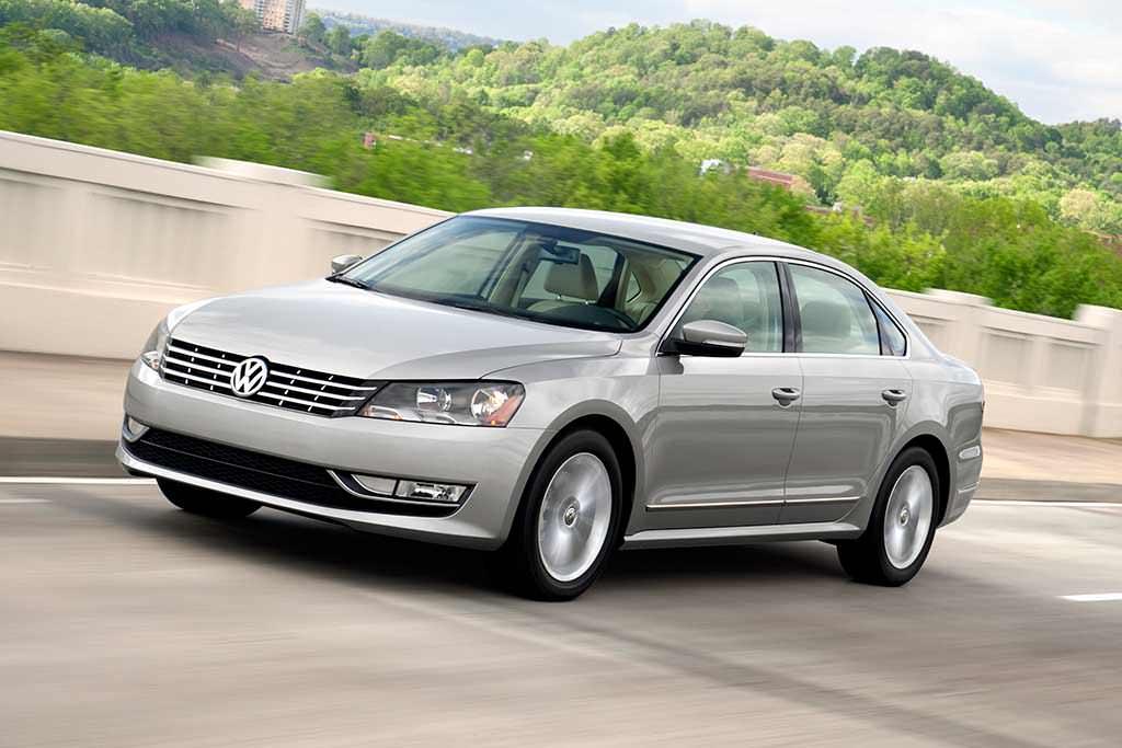 Новый Volkswagen Passat SE 3.6L 2012. Цена в США $26 765 (с учётом инфляции $28 309,04)