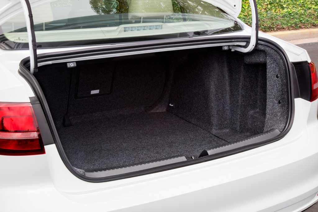 Багажник Volkswagen Jetta 2015 года