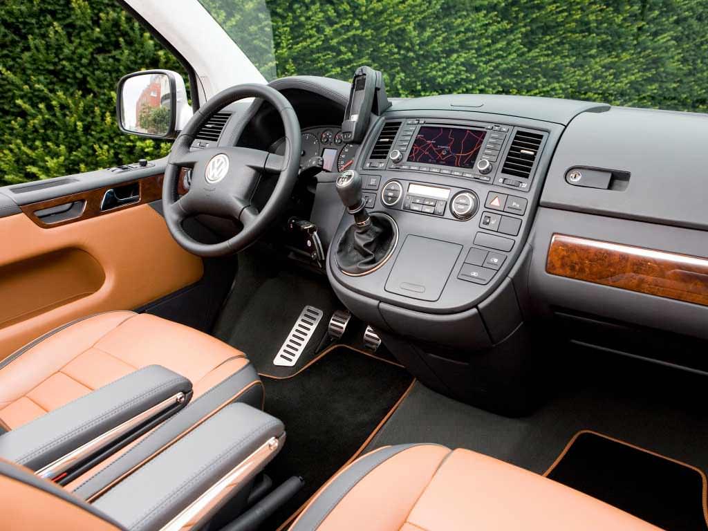 Фото салона Volkswagen Multivan Business T5