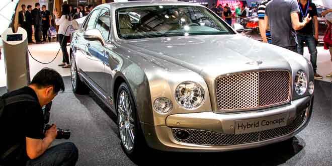 В Пекине представлен самый роскошный гибрид от Bentley
