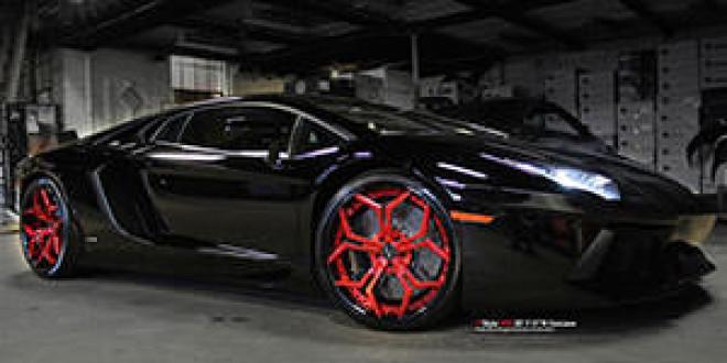 Черный Lamborghini Aventador на красных дисках Vellano