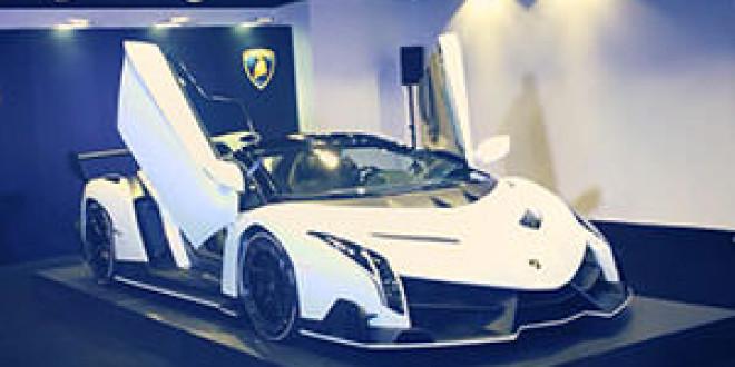 Житель Гонконга купил белый Lamborghini Veneno Roadster