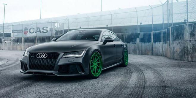 Матовая графитовая Audi RS7 на зеленых дисках ADV.1
