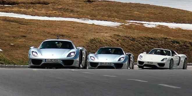 Конвой из пяти Porsche 918 Spyder проехался по серпантинам Альп