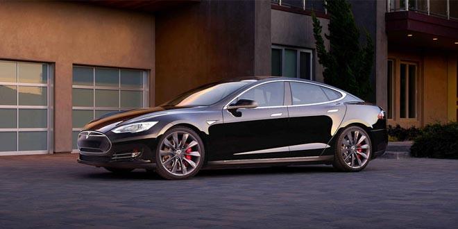 Седан Tesla Model S P90D c динамикой суперкара