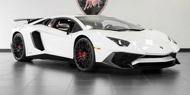 Lamborghini Aventador SV оттенка Bianco Isis