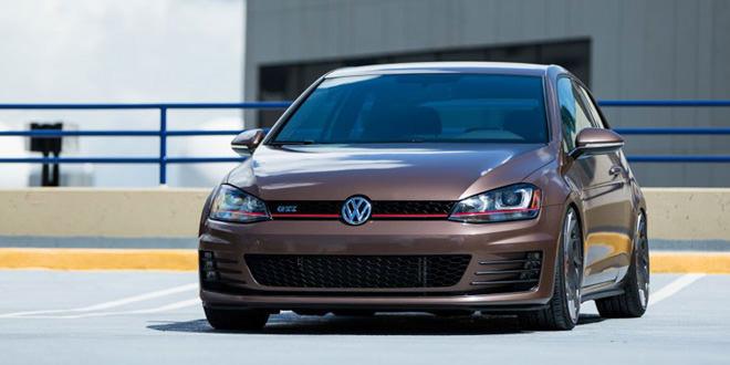 Volkswagen Golf GTI в любительском апгрейде на дисках Vossen