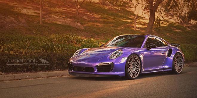 Фиолетовый Porsche 911 Turbo на винтажных дисках HRE Wheels