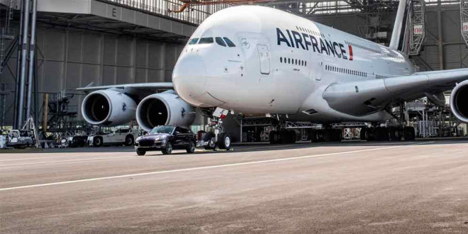 Porsche Cayenne протянул 285-тонный Airbus A380 42 метра