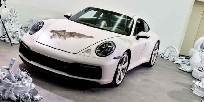 В Чэнду показали арт-кар на базе Porsche 911 Carrera 4S