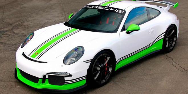 Компания Fostla выпустила комплект наклеек для спортивного купе Porsche 911 GT3
