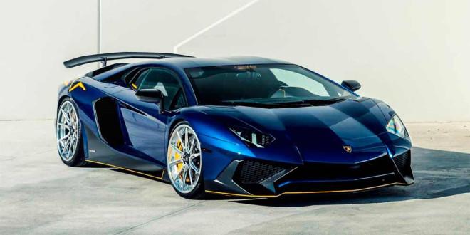 Синяя Lamborghini Aventador SV на 22-дюймовых колёсах Vossen