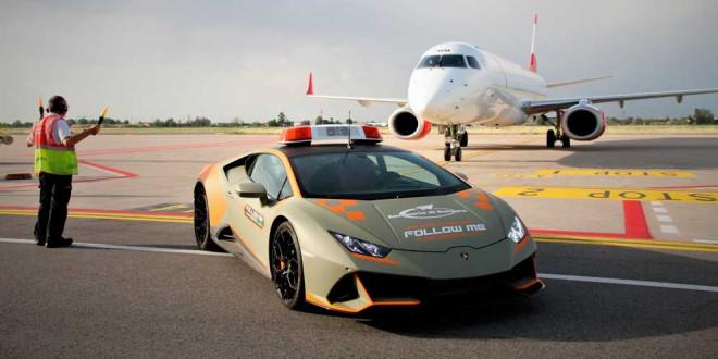 Lamborghini Huracan Evo взяли на службу в аэропорт Италии