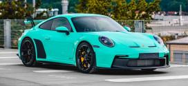 Мятно-зелёный Porsche 911 GT3 на кастомных дисках
