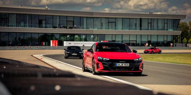 Игрокам ФК «Бавария» выдали ключи от новых Audi E-Tron GT