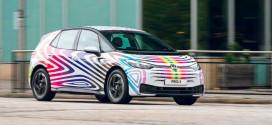 Volkswagen раскрасил ID.3 в цвета ЛГБТ к параду в Лондоне