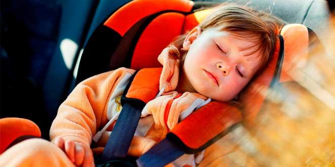 Як забезпечити безпечну подорож з автокріслом