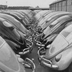 Черно-белое фото новых VW Beetle