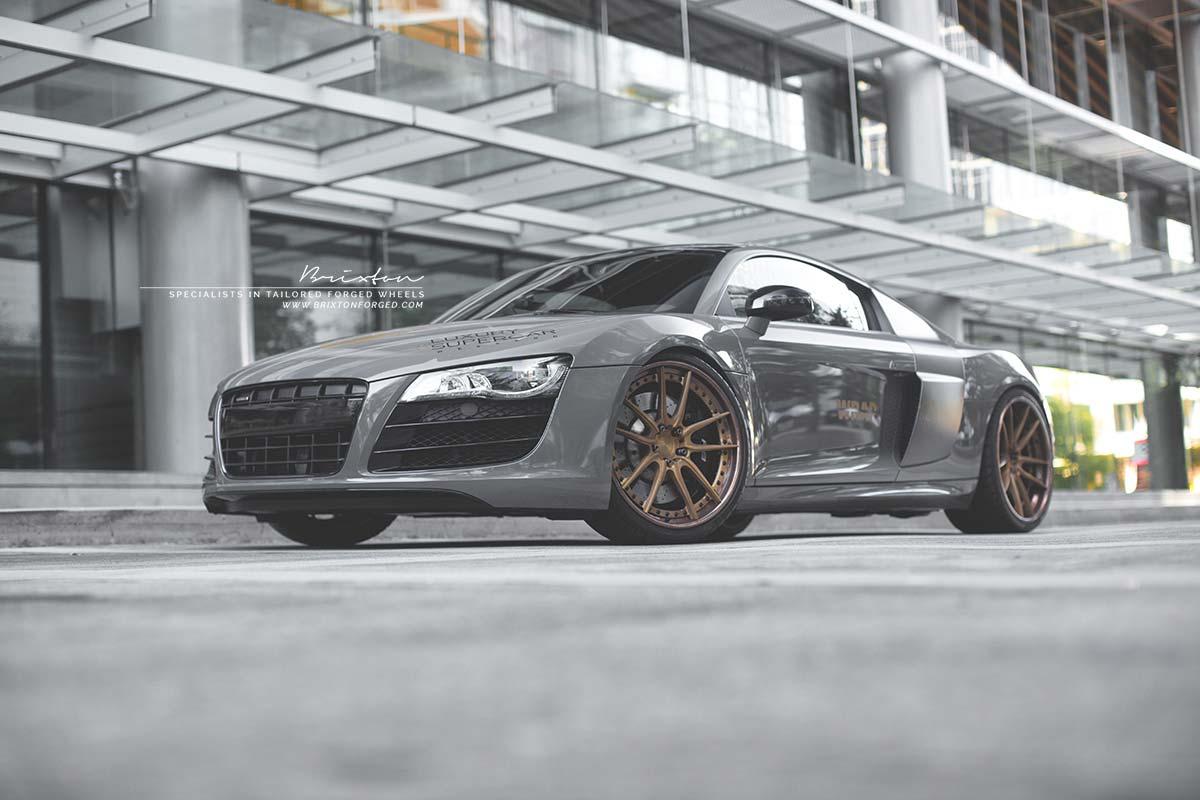 Audi R8 V10 серого оттенка Avery Gloss Dark Grey