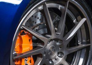 Оранжевые суппорта под дисками Brixton Forged R10D