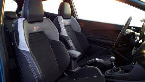 Кресла Recaro в салоне Ford Fiesta ST