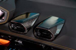 Вентиляционные сопла в салоне Lamborghini