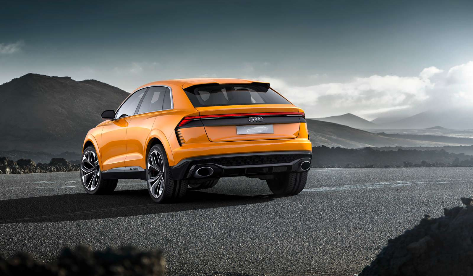 Гибридный внедорожник Audi Q8 Sport