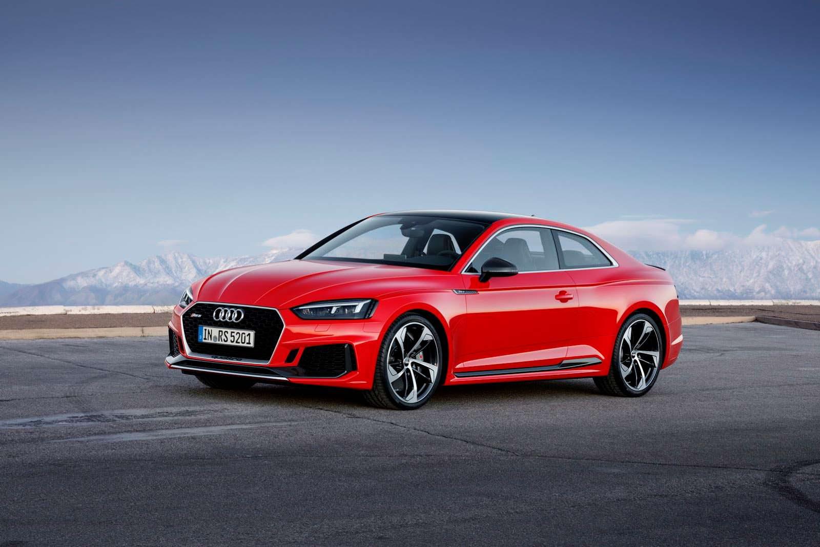 Красная Audi RS5 второго поколения