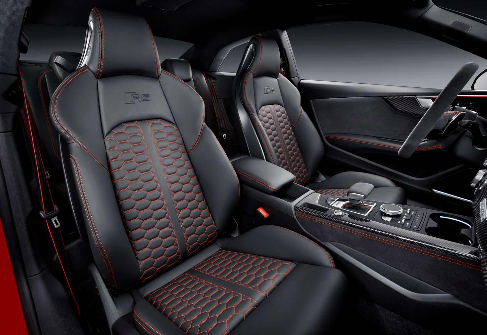 Кресла RS в салоне Audi RS5 Coupe