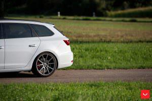 Легкий тюнинг SEAT Leon ST дисками Vossen