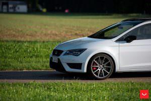 Белый SEAT Leon Cupra ST 280