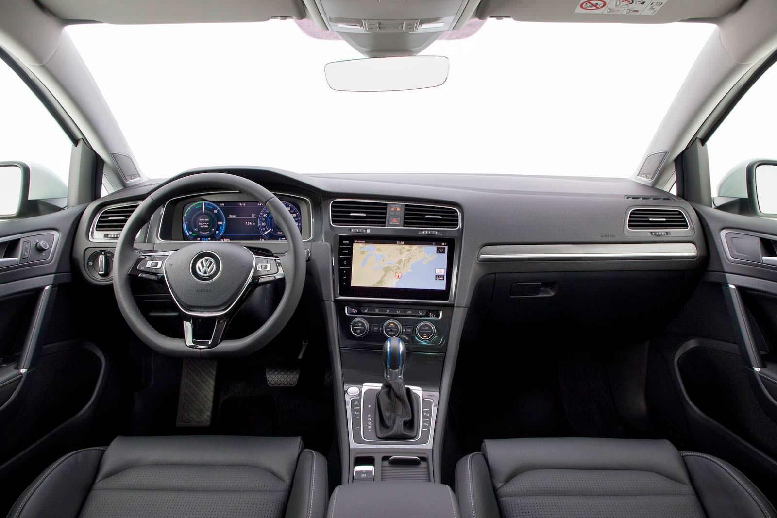 Фото | Салон Volkswagen e-Golf 2018 для США