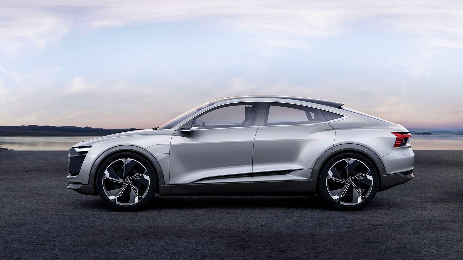 Фото   Купеобразный кроссовер Audi E-Tron Sportback Concept