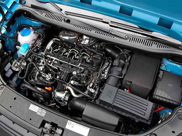 Фото   Двигатель TDI под капотом VW Caddy
