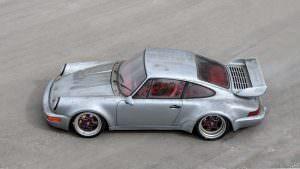 Фото   Porsche 911 RSR 1993 года. Цвет серебристый металлик