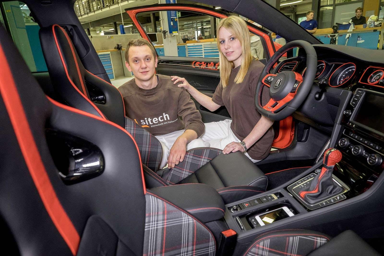 Клетчатые сиденья в салоне VW Golf GTI Wolfsburg Edition