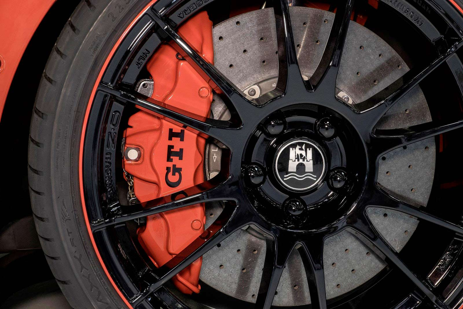 Красный тормозной суппорт VW Golf GTI